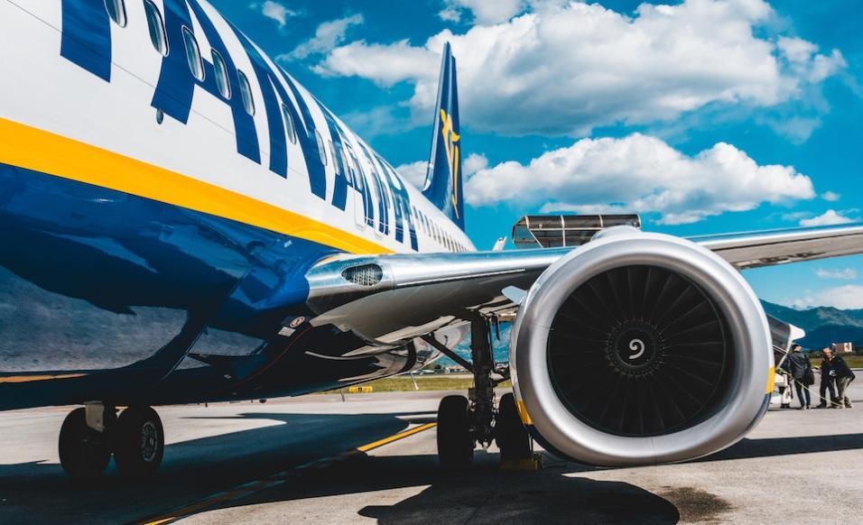 Kurier czy samolot - jak wysłać bagaż?